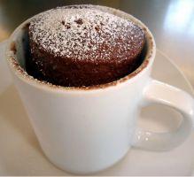 Recette - MugCake chocolat - Moelleux aux Chocolat --- Temps de préparation : 5 min Temps de cuisson : 3 min au micro onde ----      Ingrédients:  40g de chocolat pâtissier; 40g de beurre; 20g de sucre; 20g de farine; 1 œuf --- Préparation: - Étape 1 - Dans un mug mettre le chocolat en morceaux et le beurre. Faire fondre au micro-ondes puis mélanger à la fourchette. - Étape 2 - Ajouter le sucre et bien mélanger. - Étape 3 - Ajouter l'œuf et percer le jaune, mélanger, (le mélange va…