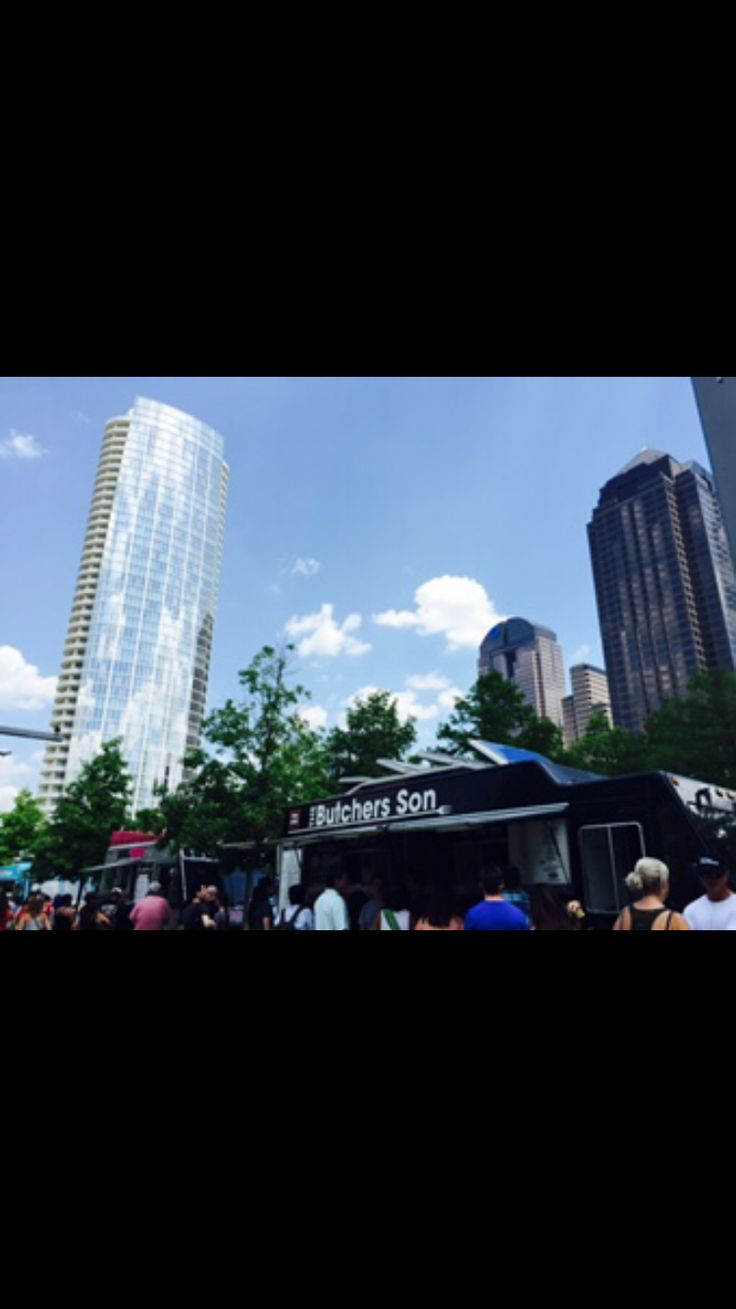 Dallas Food Trucks at Floyd Warren Park. First up the Butcher's Son.