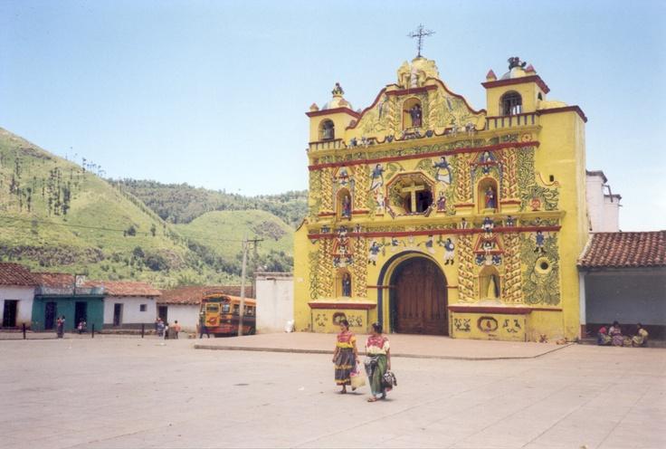 Kerk in San Andres Xecul (in dit stadje was ook een heksen universiteit; nooit gevonden helaas)