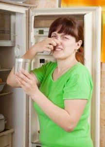 Tip: Πως μπορώ να εξαφανίσω τις άσχημες οσμές από το ψυγείο μου; | Είμαστε Γυναίκες | Το απόλυτο γυναικείο περιοδικό