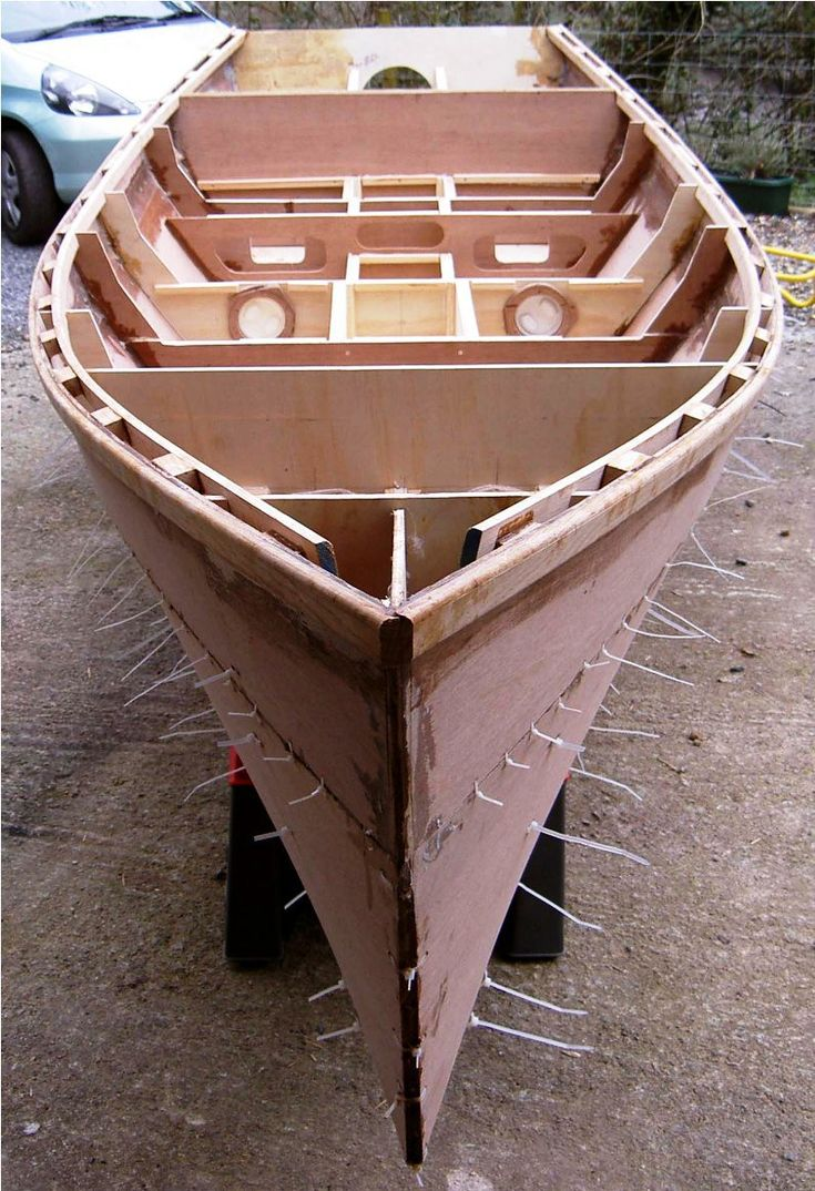 Brian King's plywood boat Barton skiff in build from free boat plans | power skiff | Pinterest ...