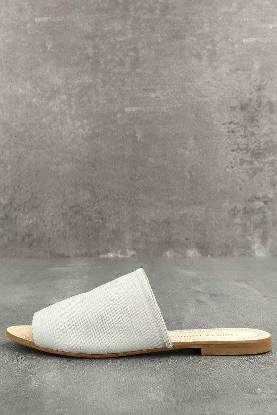 Chinese Laundry Bahiti White Leather Slide Sandals