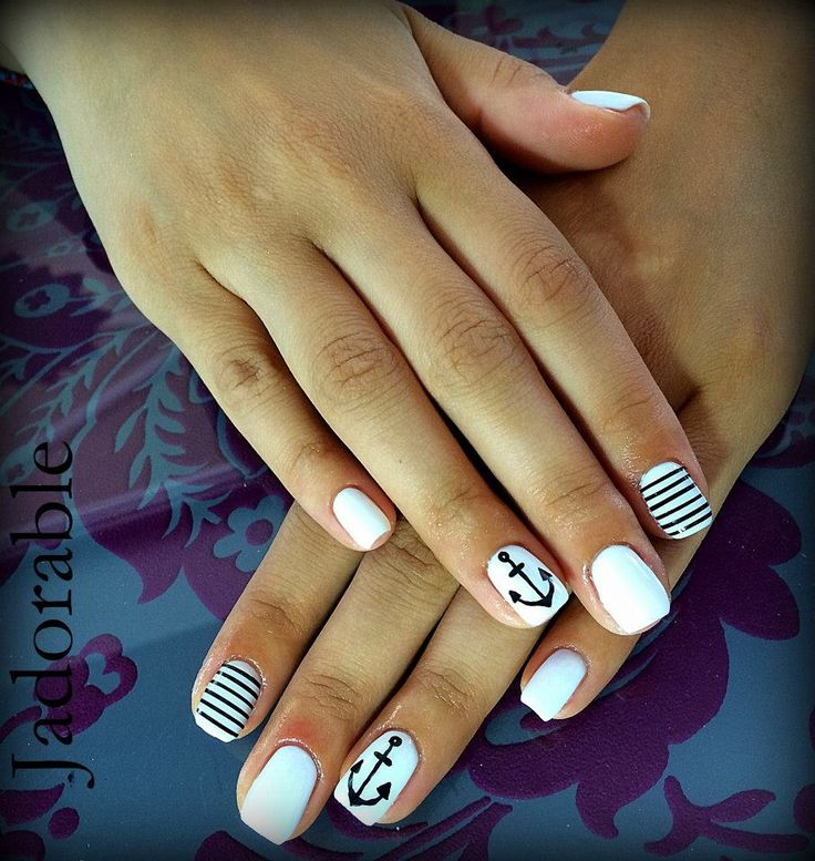 White Anchor/Navy Nails