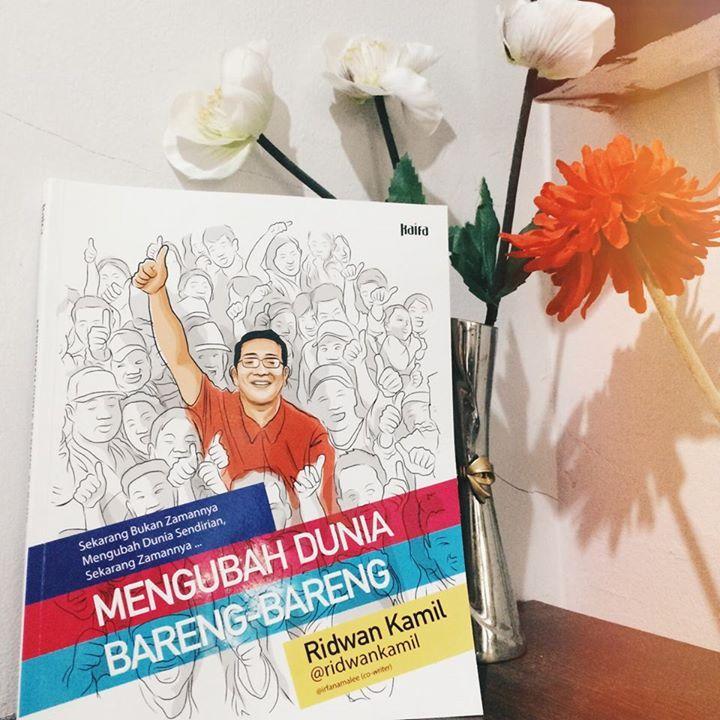 Ridwan Kamil - Buku Mengubah Dunia Bareng-Bareng - Penerbit Mizan
