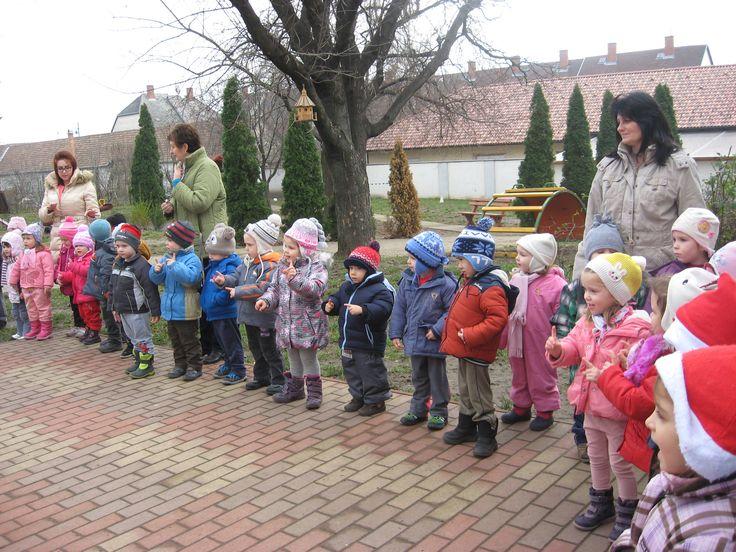 2015. december - Adventi gyertyagyújtás - Magyar Szentek Római Katolikus Óvoda és Általános Iskola