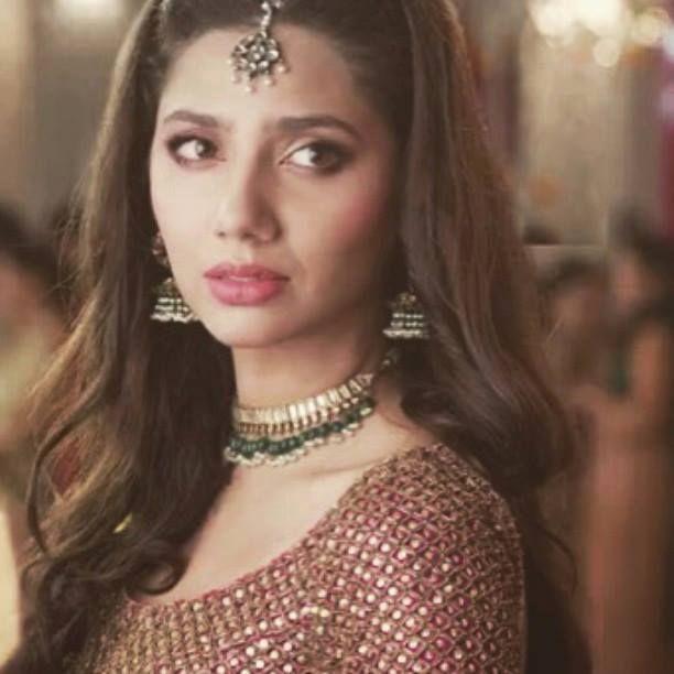 Mahira Khan on the sets of Bin Roye