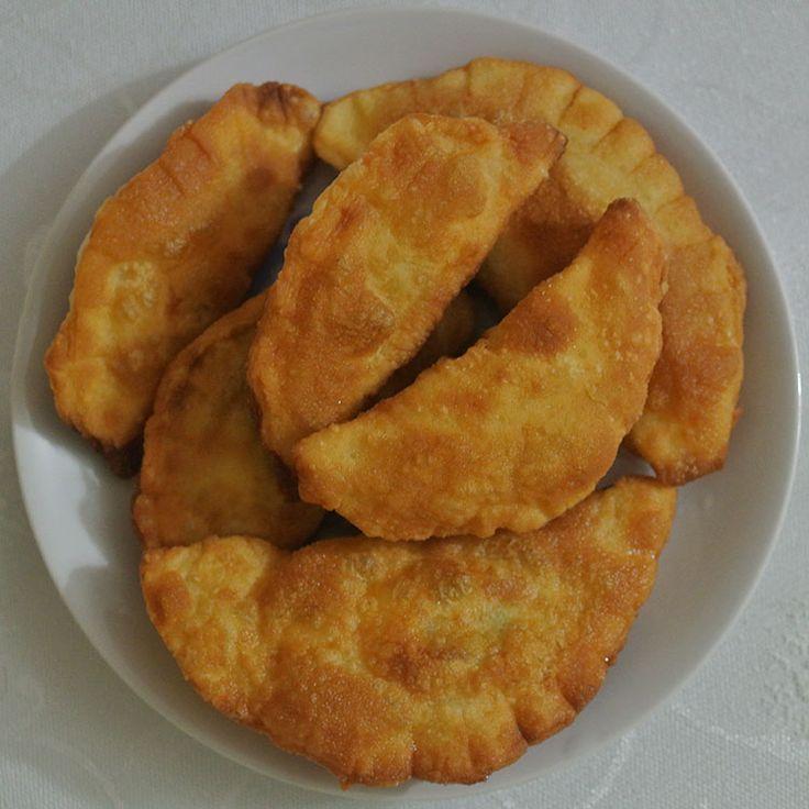 Yapması çok kolay, lezzeti dillere destan. İçi kat kat çıtır çıtır bu Puf Böreği Tarifi ne bayılacaksınız.