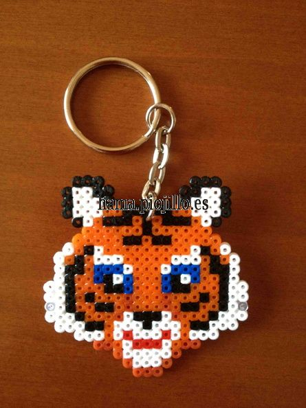 tiger hama mini beads keyring las cosas de hama de ana y santi hama beads pinterest hama. Black Bedroom Furniture Sets. Home Design Ideas