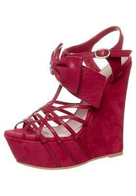 Roter verrückter Schuh