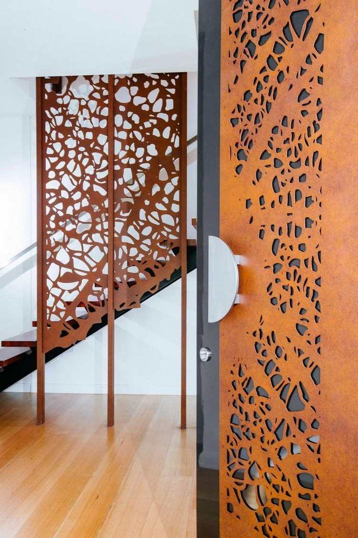 porte intérieur et rampe escalier acier corten découpe laser