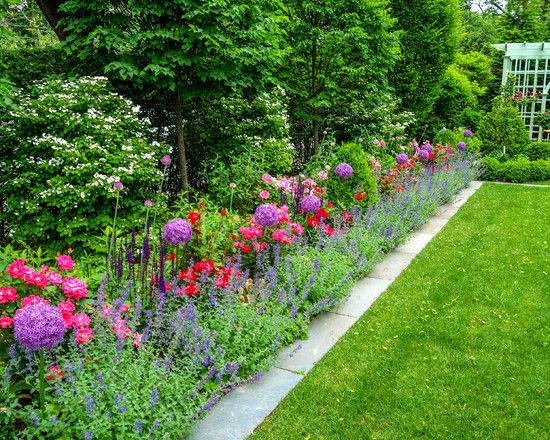 Appealing traditional landscape bluestone garden edging for Grasses for garden borders