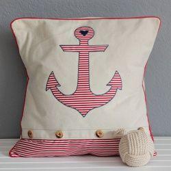 Cojín ancla con tela de rayas rojas. Anchor pillow.