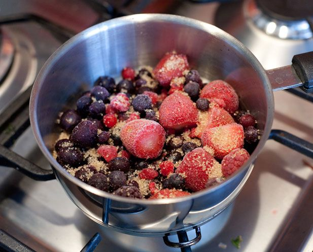 A good mixed berry compote is a lot easier to make than I first thought. It works well over ice cream as a dessert, over some yogurt with your morning breakfast or even over flapjacks or as a pancake filling. Download print-friendly version. The key thing to remember is that berries, once mixed, can have…