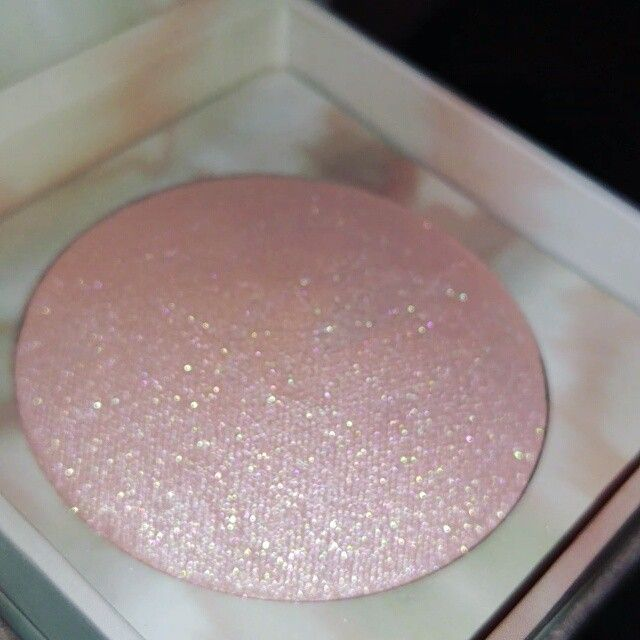 Urban Decay Naked Illuminated in Aura #makeup highlighter Pink Make up beauty skin care