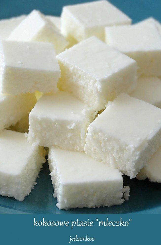 """lekkie i kokosowe ptasie """"mleczko"""" w wersji jogurtowej  400g jogurtu greckiego/naturalnego 4 łyżki cukru pudru mała szklaneczka wiórków kokosowych 1/3 szklanki gorącej wody 3 łyżeczki żelatyny w proszku"""