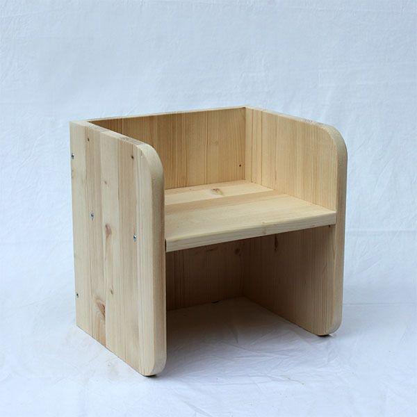"""Para nuestra línea de mobiliario infantil utilizamos materiales respetuosos con el medio ambiente y con la salud de los niños: - Madera de Abeto- Tornillos de Zinq y Niquel - Acabado con barniz al agua Mate      ...............................................Silla de inspiración Montessori para bebés a partir de 6 meses. Asiento en dos posiciones, así la silla """"crece"""" con el niño. Cuando el niño ya no utilice la silla ésta puede servir como mesita de ..."""