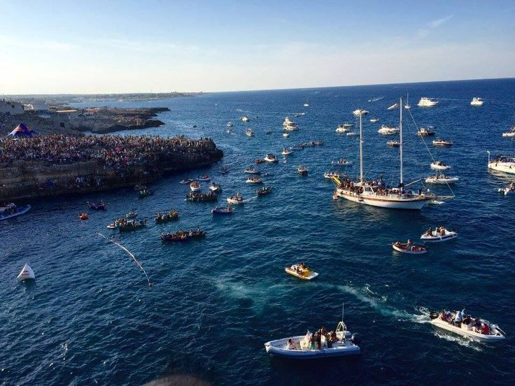 What do you think when you think of Puglia? Se diciamo #Puglia a voi cosa viene in mente?  Polignano a Mare evento Red Bull Cliff Diving 2015, Puglia Autore Antonella Laddaga CONTEST #Vinitaly2016 #scoprilabellezza