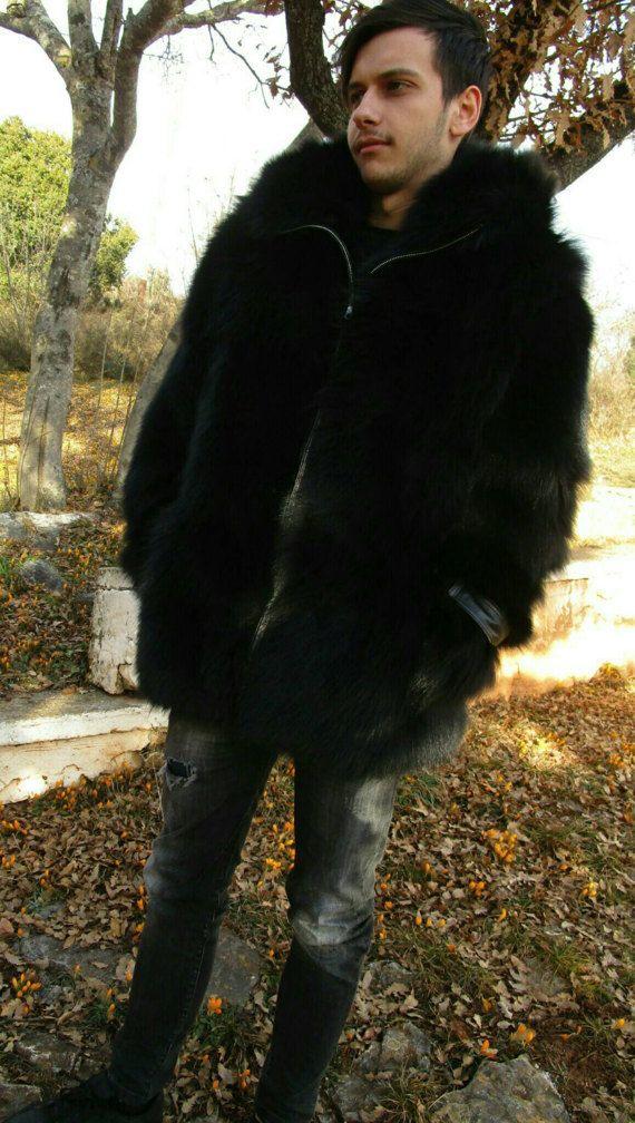 Neu erstaunlich!!! Natürliche echte Männer Felle von Black Fox und Leder Reißverschluss! Sie können auch mit Knöpfen bestellen oder schwarzen Reißverschluss. Sie können es ohne Lederdetails auf Schultern und Ärmeln bestellen. Schreiben Sie es in Ihre Bestelldetails. Ausgezeichnete Qualität, extrem leicht und weich!  Größen: 48 / S, 50/M, 52/L, 54/XL, 56/XXL, 58/XXXL, und so weiter. Messungen zur L/52: 47 Zoll/1, 20cm, Büste, rundum / vorne und zurü...