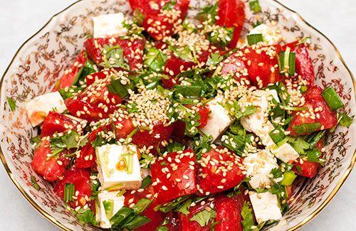 Легкий салат из свежих помидоров и брынзы
