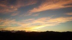 昨日の夕焼けは綺麗でしたがどことなく胸騒ぎがしそうなくらい幻想的な夕焼けでした 地震雲らしきものが出ていたのが心配ですが   #夕焼け tags[熊本県]