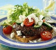 Grekisk hamburgare med sallad