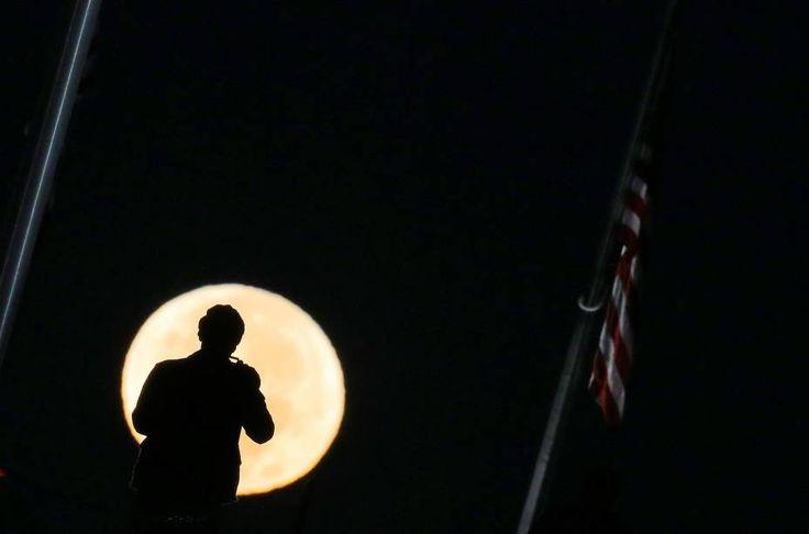 Homem fotografa Super Lua em Washington - 14/11/2016