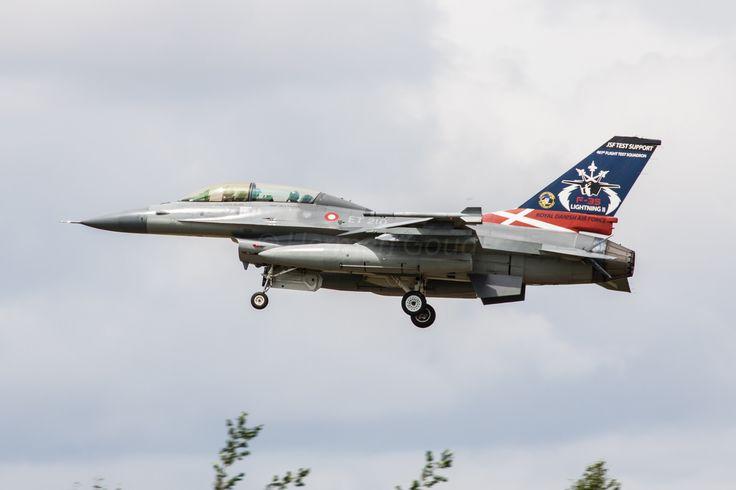 https://flic.kr/p/V4zReB | Geilenkirchen ETNG 2017 : Danish air force F-16BM ET210 | Special markings for the F-35 test program.