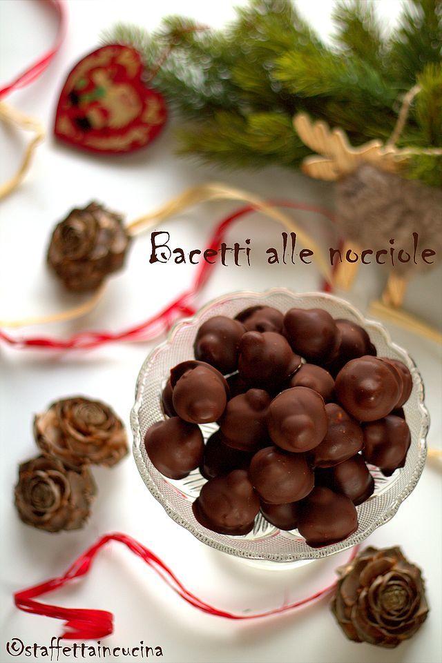 Da anni prepariamo questi golosissimi cioccolatini, che prendono spunto dai famosi Baci Perugina, ma che sono 1000 volte meglio. Da anni chi li riceve in regalo si chiede come facciamo a produrre tali