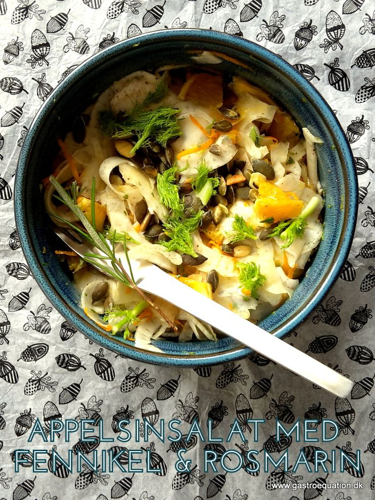 En let og lækker low fodmap salat, der gør dig glad i munden og i maven. Appelsin, fennikel og frisk rosmarin kombineret med sprøde græskarkerner. Prøv det!