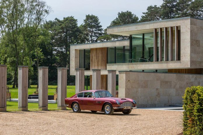 jura-residence-wentworth-estate-fine-example-contemporary-architecture-breaks-mould-almost-entirely-traditional-architectural-context-04