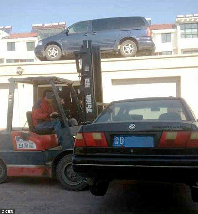 Garage owner fed up with cars blocking his entrance uses for Garage bc automobile chateauroux