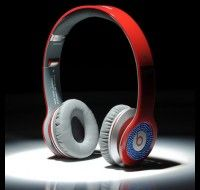 From: http://www.beatsnd.com/beats-by-dre-solo-hd-high-definition-on-ear-headphones-red-with-blue-diamond-254178 Available in White and Black Should you like items around the lighter side, in addition to the traditional #Beats by Dr. Dre black, #Solos also can be found in white. #Monster Clear Cloth Ultra-soft cleaning cloth with AEGIS microbe protect cleans Solo's complete and controls germs.