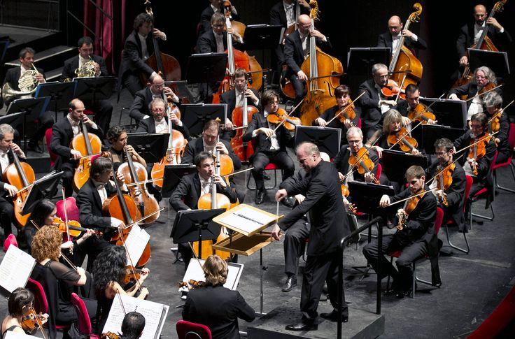 Gli Archi, cuore della nostra Orchestra. #violin #viola #cello #doublebass #concert #music #opera #theater #turin #classical #backstage #iphonesia #tagsforlikes #shoutout #picoftheday #igers #day #wow #amazing #followme #scene