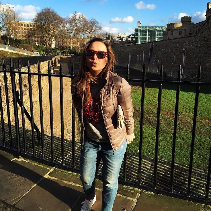 Spring day #saturdaymood #saturday #toweroflondon #london #towerhill #londonlife #city #thecity #girl #kiss#cute #heart #february #fit #motivation #casul #chic #style #favourite #bliss #sunny #weather #weekend #style by nikitaerminia