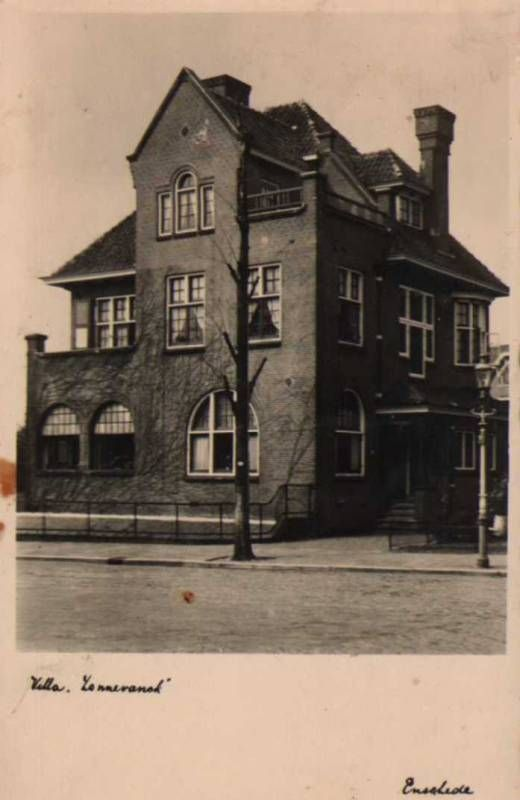 """HERENHUIS """"SONNEVANCK"""", in 1911 gebouwd als burgemeesterswoning voor Edo Bergsma naar een ontwerp van de stadsarchitect A.H. Op ten Noort"""