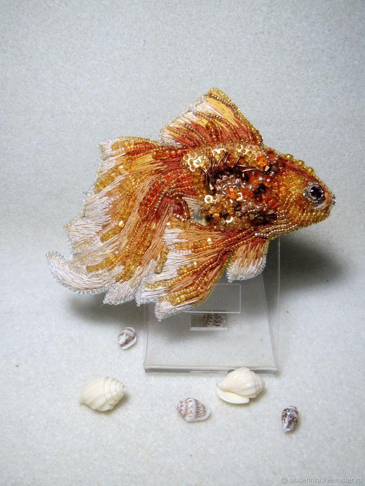 Броши ручной работы. Ярмарка Мастеров - ручная работа. Купить Брошь Золотая рыбка. Handmade. Вышивка гладью, рыбка