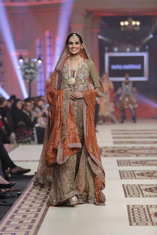 Mehreen Syed wearing Sana Safinaz at TBCW 2014