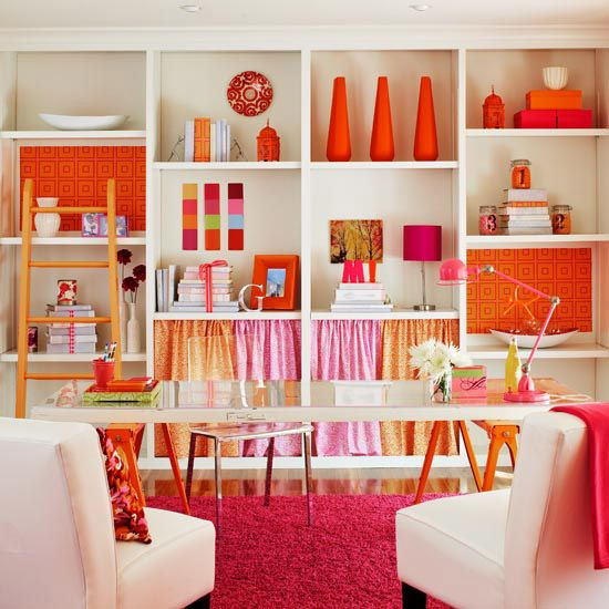 I'd want a craft room like this! What a great idea for a work table, using 2 saw horses and what looks like a door. Love the bright colors, very bright and invigorating -makes you want to create!