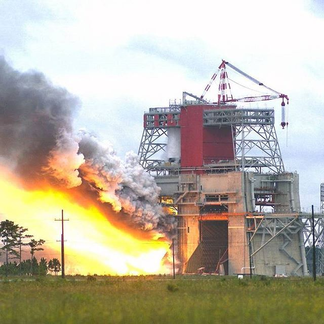 explorenasa A test of the Saturn V first stage, S-1C-5, is conducted on Aug. 25, 1967 on the B-1/B-2 Test Stand at NASA's John C. Stennis Space Center. The test involved simultaneous firing of five F-1 engines. NASA now is preparing the B-2 position on the stand to test the core stage of its new Space Launch System, which will involve the simultaneous firing of four RS-25 engines.  Image credit: NASA/SSC  #NASA #Stennis #TestFire #SaturnV #NASAhistory @NASAStennis  2017/01/17 05:24:55