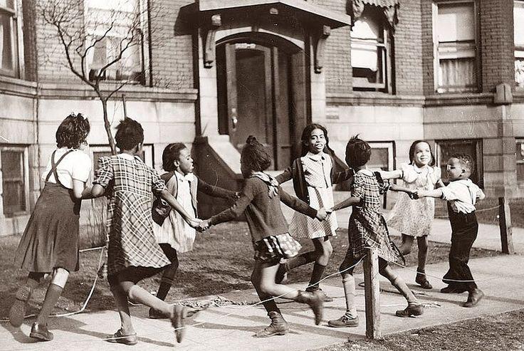 Дети играют в Чикаго, штат Иллинойс, 1941 год.