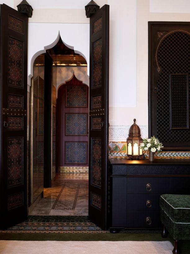 Der Mythos lebt: Schon der Name Marrakeschs ruft Bilder aus 1001 Nacht hervor – märchenhaft schön, geheimnisvoll, faszinierend. Seit Jahrhunderten nährt die Stadt zu Füßen des Hohen Atlas Träume un...: