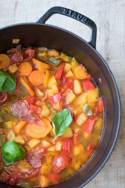 Steckrübensuppe mit Paprika und Chorizo (Low Carb)
