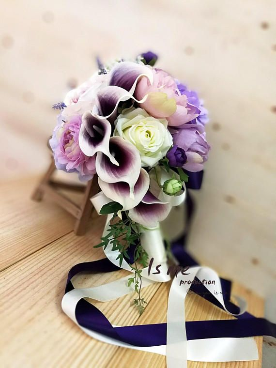 20% off Wedding Bouquet! Calla Lilly! Beautiful !  Have this calla lily & rose silk bouquet for your purple wedding! Bold colors that don't overpower, exude elegance and style from each flower.