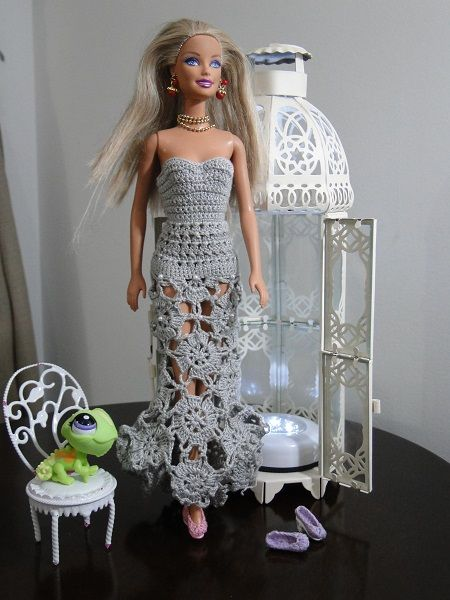 Barbie com vestido de crochê cauda de sereia por Pecunia MillioM