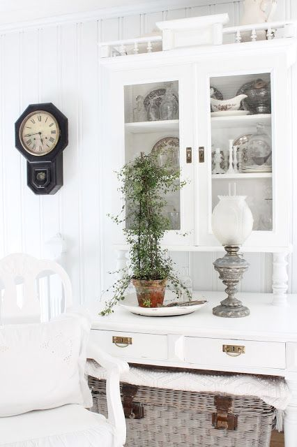Shabby Chic = I'm looking for two lamps like that for my bedroom