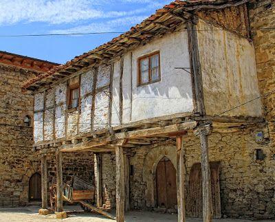 Arquitectura populara en Torre Gotica. Barrio de Berrueza Espinosa de los Monteros