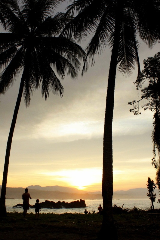 Father-Daughter Moments... Pelabuhan Ratu (Queen's Harbor), Indonesia. #photography #beach #sunrise