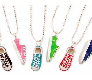 sneakers!Chuck Taylors, Clay Charms Converse Shoes, Sneakers Necklaces, Polymer Clay Charms Christmas, Blue Shoes, Royal Blue, Friendship Necklaces, Polymer Clay Charms Shoes, Dragons Ball