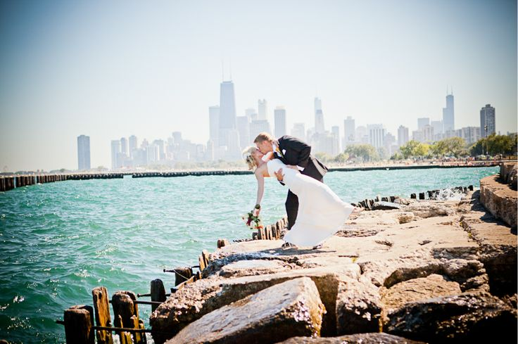 Chicago Wedding | Must-have wedding picture poses | Pinterest: pinterest.com/pin/119204721359710765