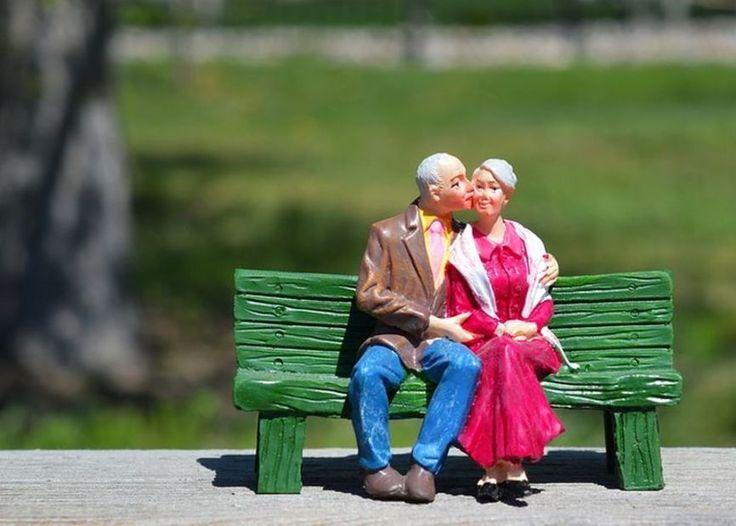 Las personas mayores de 65 años representan el mayor porcentaje de la población mundial hasta ahora. Como el envejecimiento de la sociedad ha empezado en el siglo XX, no es sorprendente que gran parte de lo que creemos saber sobre el envejecimiento no sea cierto. Loshechosmuestran que las personas cuando cumplen añosse vuelvenmenos: menos capaces, …
